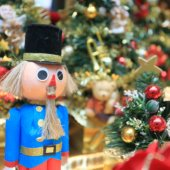 Get into the holiday spirit with the Menlo Park Holiday Display Contest