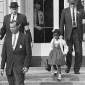 Día de caminar a escuela en honor de Ruby Bridges