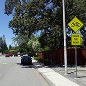 Share-the-Road-sign-on-northbound-Santa-Cruz-Avenue