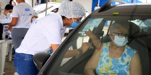 Blog--drive-thru-COVID-19-vaccine-clinic (1)